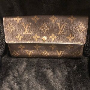Authentic Louis Vuitton wallet great condition